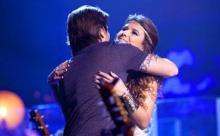 Juanes canta HOY ME VOY junto a la cantante brasileña Paula Fernandes. Este tema es el segundo sencillo.