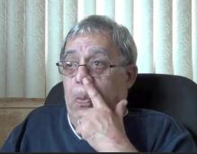 Percy Alvarado Godoy se escarba los mocos