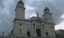 La Catedral de Santiago se queda sin cruces, la Virgen está enfadada